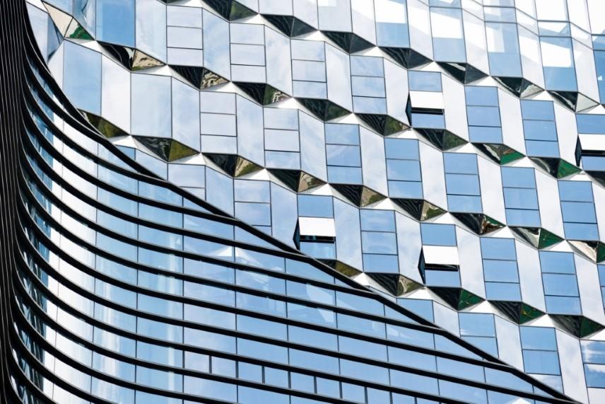 شیشه رفلکس چگونه ساخته می شود؟